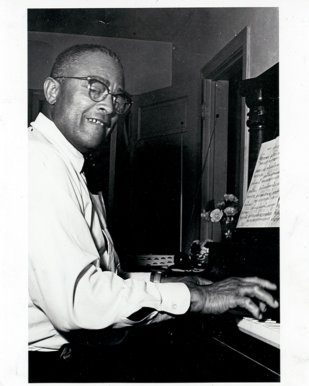 Robert Shaw at the Piano, photo by Terry Owens. Texas Music Museum Archives