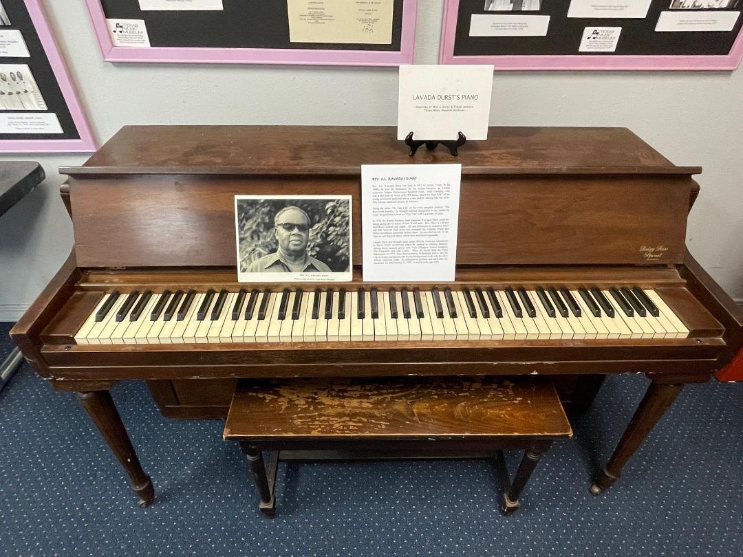 lavada-and-piano-2
